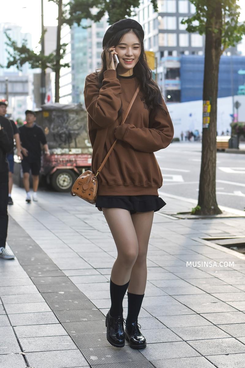 Miền Bắc sắp đón không khí lạnh rồi, ngắm ngay street style của các bạn trẻ Hàn để biết cách mix đồ đơn giản mà đẹp quên sầu thôi - Ảnh 12.
