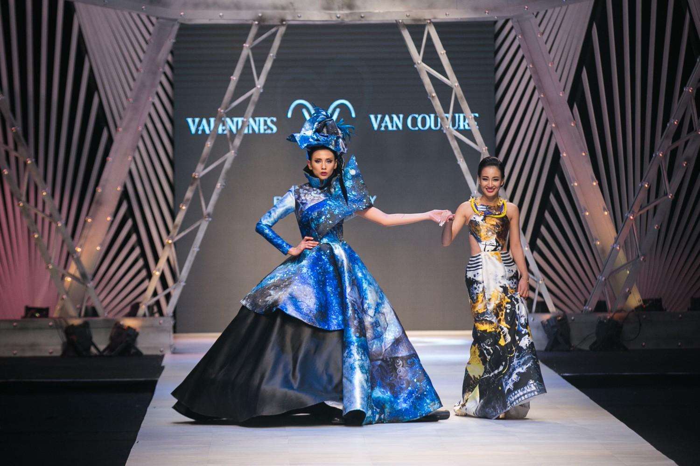 VIFW ngày 1: Kim Dung mở màn xuất sắc, vedette Thanh Hằng xuất hiện siêu chất trong show của Công Trí - Ảnh 16.