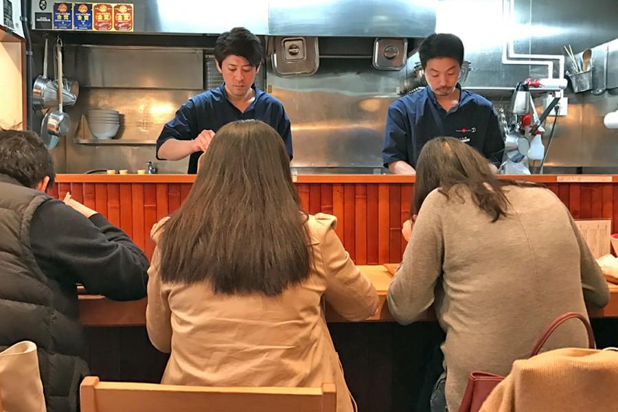 Món mì Nhật Bản đầu tiên trên thế giới được nhận sao Michelin lại có giá rẻ bất ngờ - Ảnh 1.