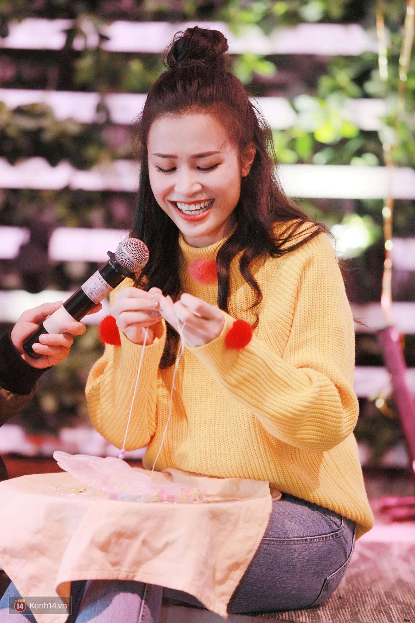 Đông Nhi nghẹn ngào rơi nước mắt trước tình cảm của fan Hà thành trong buổi fan-meeting - Ảnh 3.