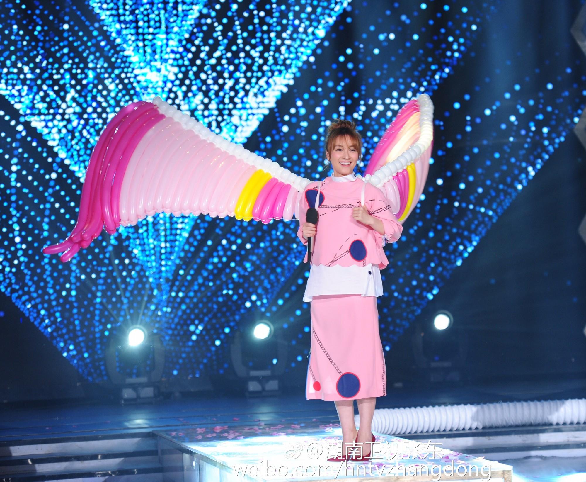 Hóa ra Dương Mịch, Angela Baby... đều đã từng đeo cánh ăn theo các thiên thần Victorias Secret và trổ tài catwalk - Ảnh 9.