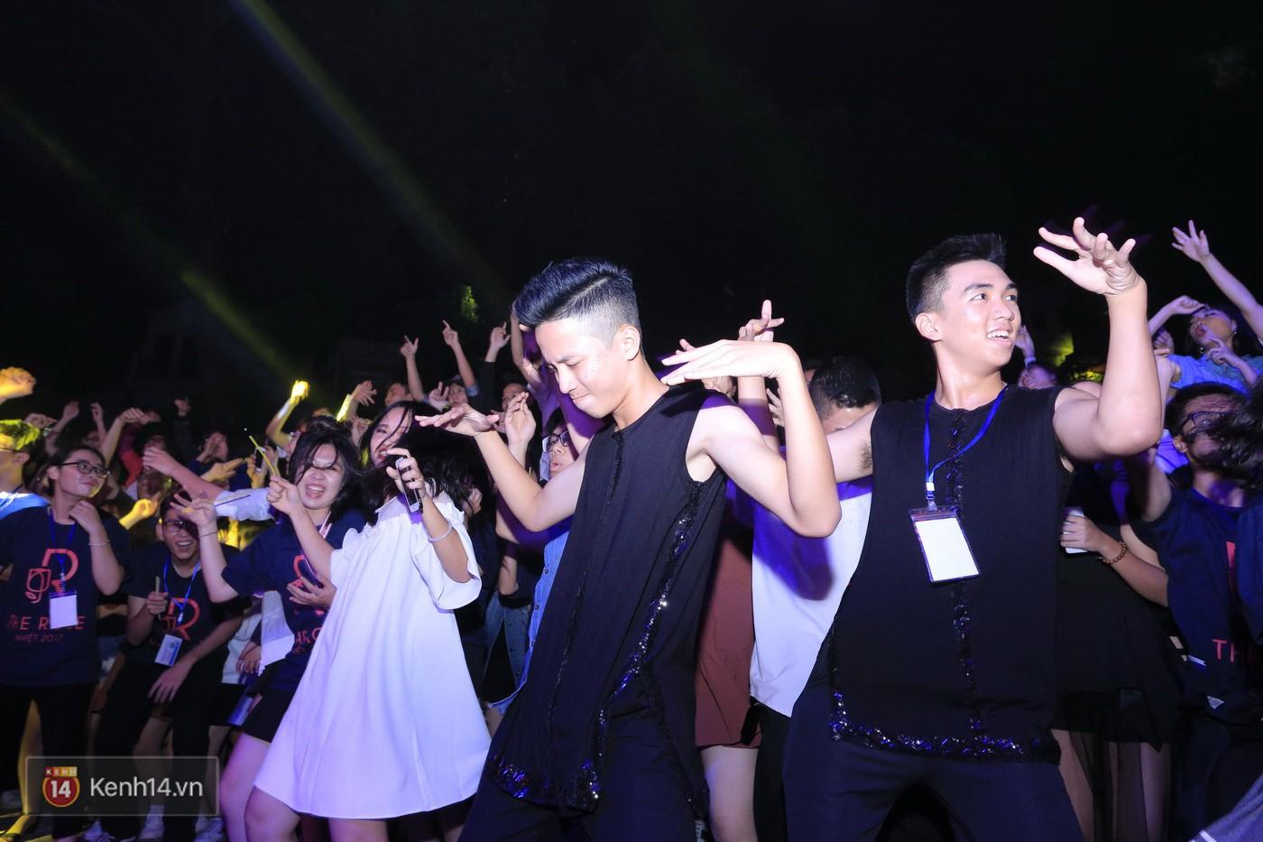 Trai xinh gái đẹp trường Lê Quý Đôn (Hà Nội) quẩy tưng bừng trong prom chào mừng 20/11 - Ảnh 17.