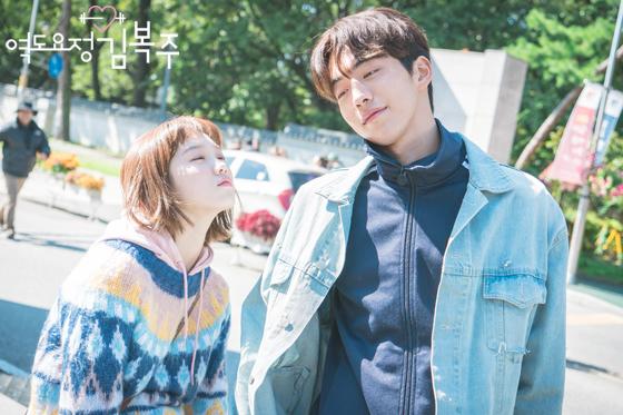 Những khoảnh khắc tình bể bình minh chứng cặp đôi YG Lee Sung Kyung và Nam Joo Hyuk là chân ái - Ảnh 20.