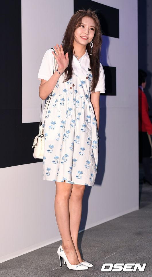 Ăn vận trẻ trung dự Seoul Fashion Week, Sooyoung được ví dễ thương như nhân vật truyện tranh Arale - Ảnh 11.