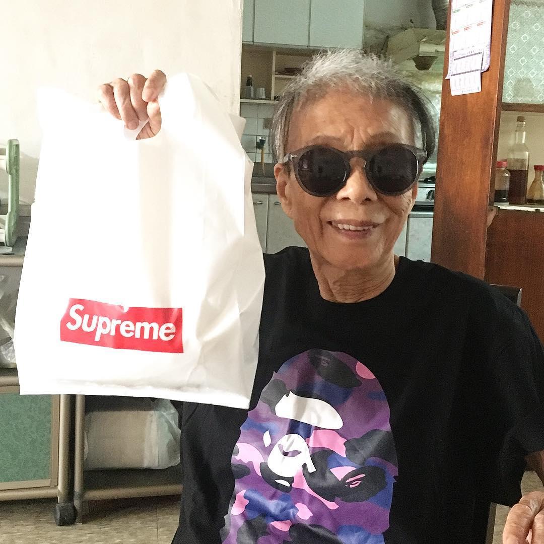 Chỉ 2 tuần sau khi xuất hiện trên Instagram, cụ bà 88 tuổi này đã trở thành hiện tượng thời trang xứ Đài - Ảnh 12.