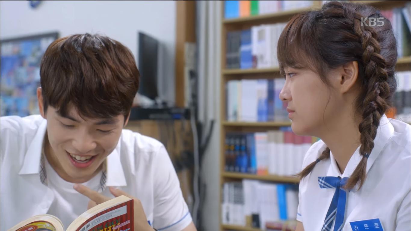 """""""School 2017"""": Liệu có phải con trai nào cũng có khuôn mặt """"dại gái"""" như thế này khi nhìn thấy gái xinh Se Jeong? - Ảnh 9."""