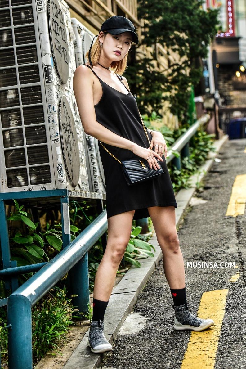 Giới trẻ Hàn sẽ khiến bạn xuýt xoa với street style chất mà chẳng cần phải cố đơn giản nhưng hút mắt quá đỗi - Ảnh 11.