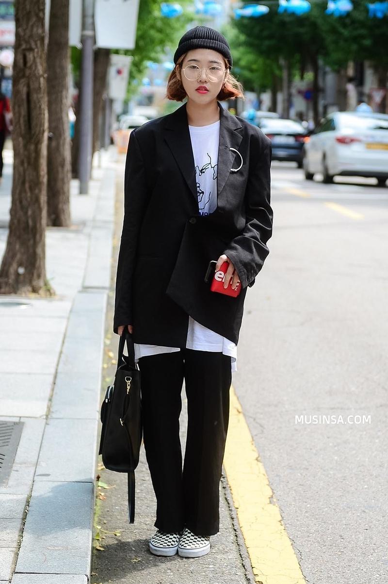 Áo phông, quần jeans, layering - 3 yếu tố đinh trong cách mix đồ chớm thu của giới trẻ Hàn - Ảnh 12.