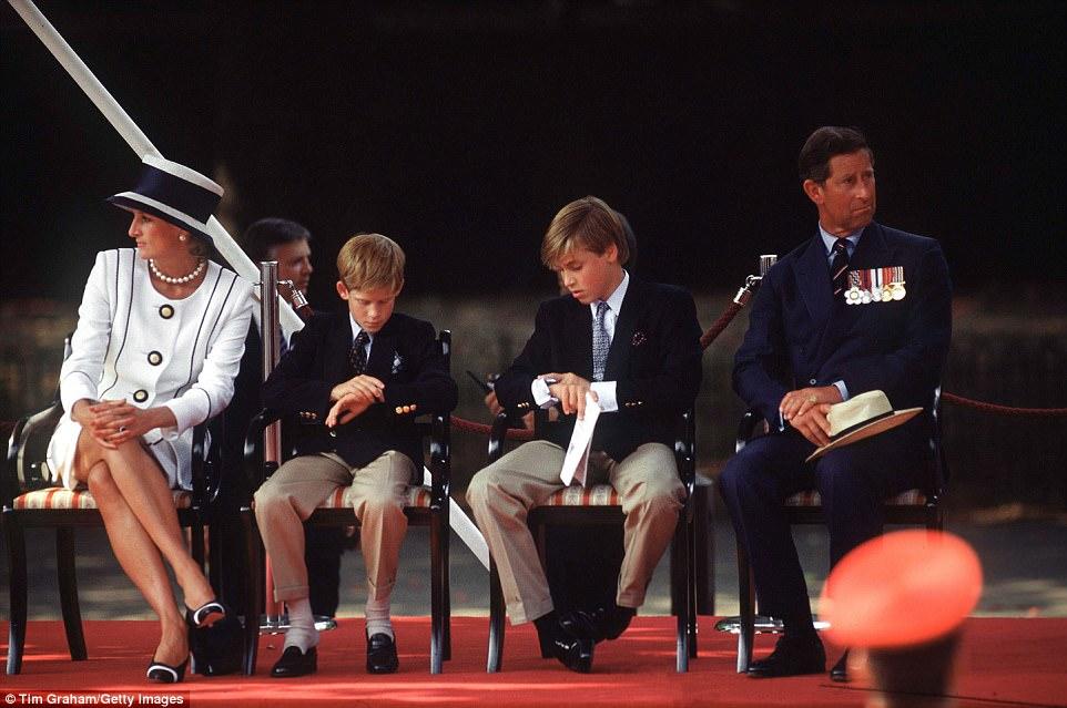 Chùm ảnh: Những khoảnh khắc hạnh phúc và ngọt ngào của Công nương Diana bên các con - Ảnh 16.