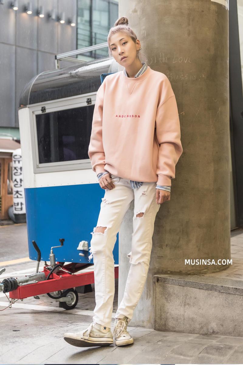 Nhìn giới trẻ Hàn ồ ạt diện sweatshirt, bạn sẽ mong trời chuyển mát thật nhanh để còn được tái ngộ item siêu cool này - Ảnh 4.