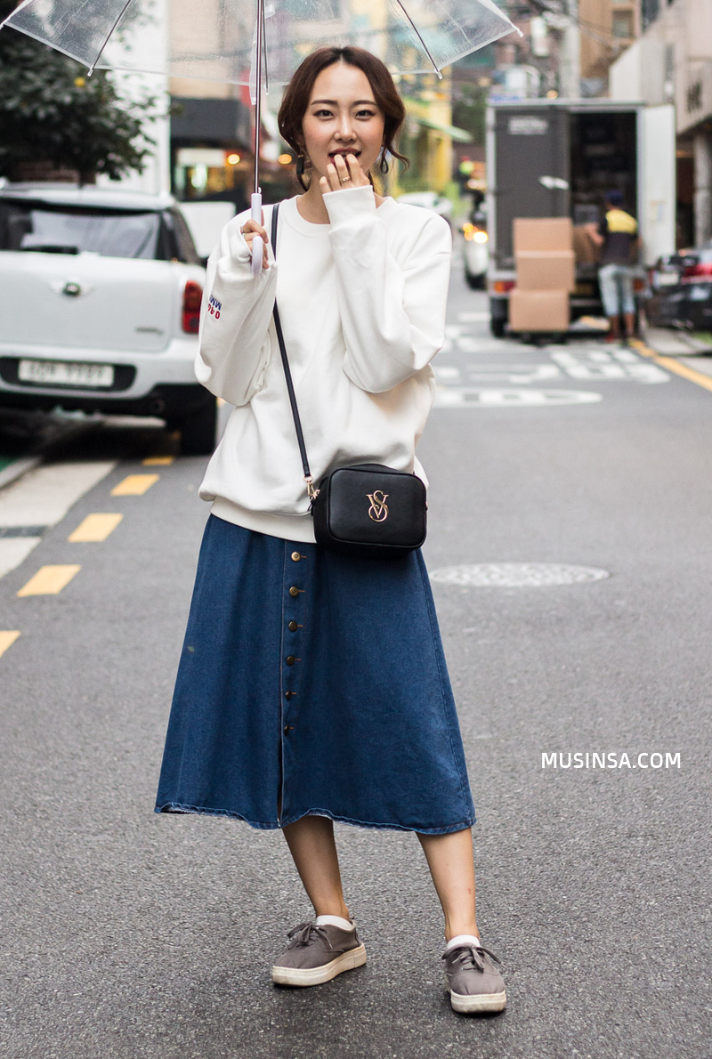 Miền Bắc sắp đón không khí lạnh rồi, ngắm ngay street style của các bạn trẻ Hàn để biết cách mix đồ đơn giản mà đẹp quên sầu thôi - Ảnh 2.