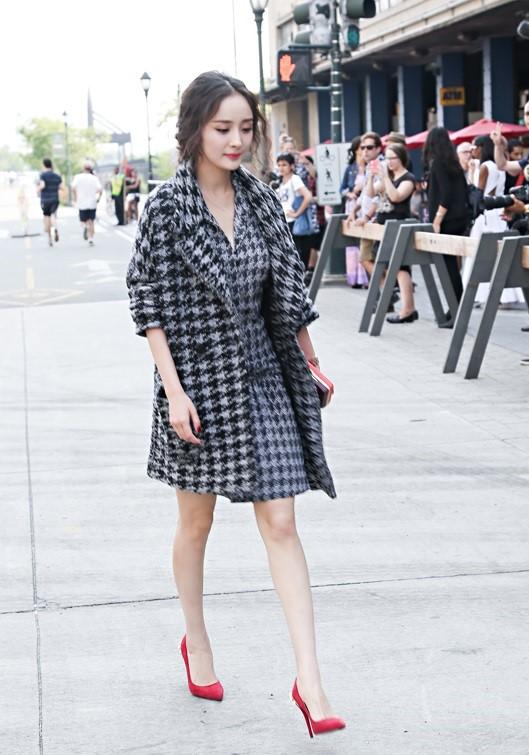 Nổi tiếng mặc đẹp nhưng Dương Mịch cũng từng có vô số pha mặc lỗi chẳng muốn nhìn lại như thế này - Ảnh 13.