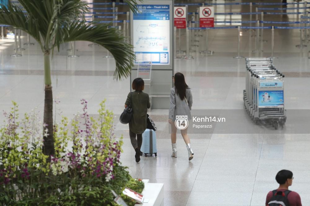 Chi Pu diện trang phục sành điệu, xuất hiện tươi tắn ở sân bay để sang Mỹ dự sự kiện - Ảnh 11.