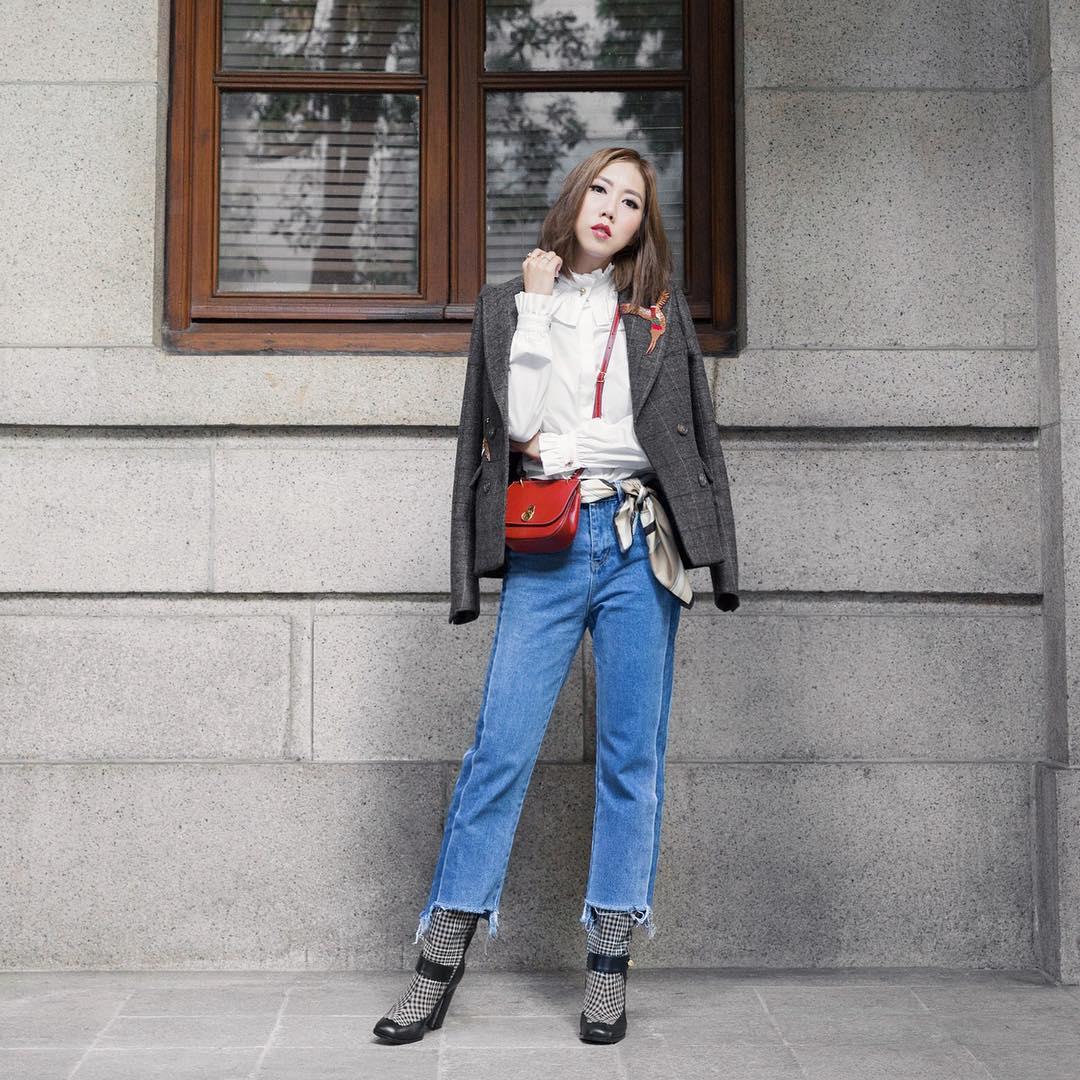 Trông hết sức bình thường nhưng chiếc túi hàng hiệu này lại đang được loạt Hoa ngữ và các fashionista thi nhau diện - Ảnh 11.