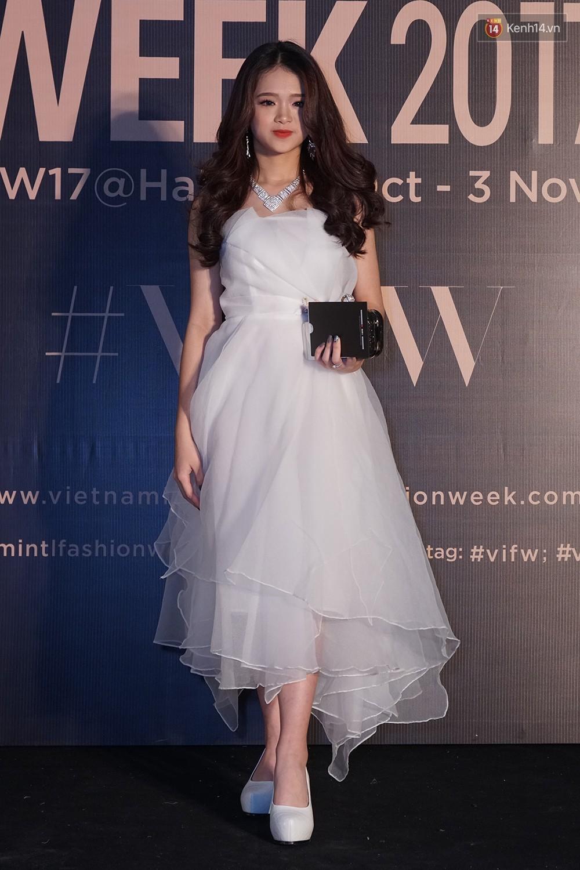 Thảm đỏ VIFW ngày 2: Giữa một dàn hot girl áo dài Quỳnh Anh Shyn, Salim... bỗng xuất hiện Linh Ka mặc váy trắng công chúa - Ảnh 6.