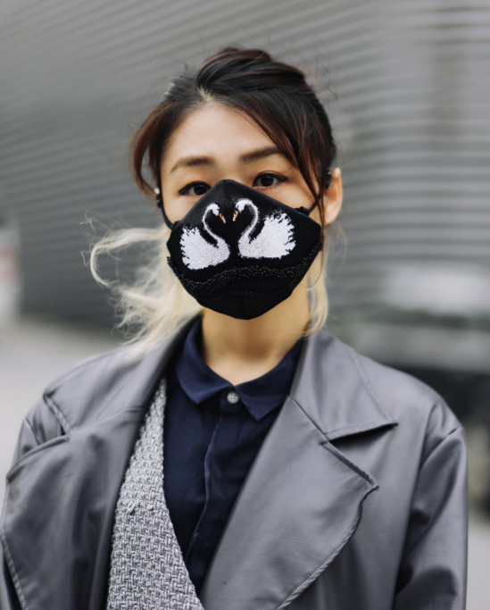 Giới trẻ châu Á đeo khẩu trang ngày một nhiều nhưng không phải để che bụi hay do bị cảm mà để trông... chất hơn - Ảnh 14.