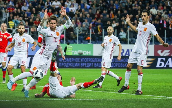 Tây Ban Nha hòa chủ nhà World Cup 2018 dù được hưởng hai quả phạt đền - Ảnh 10.