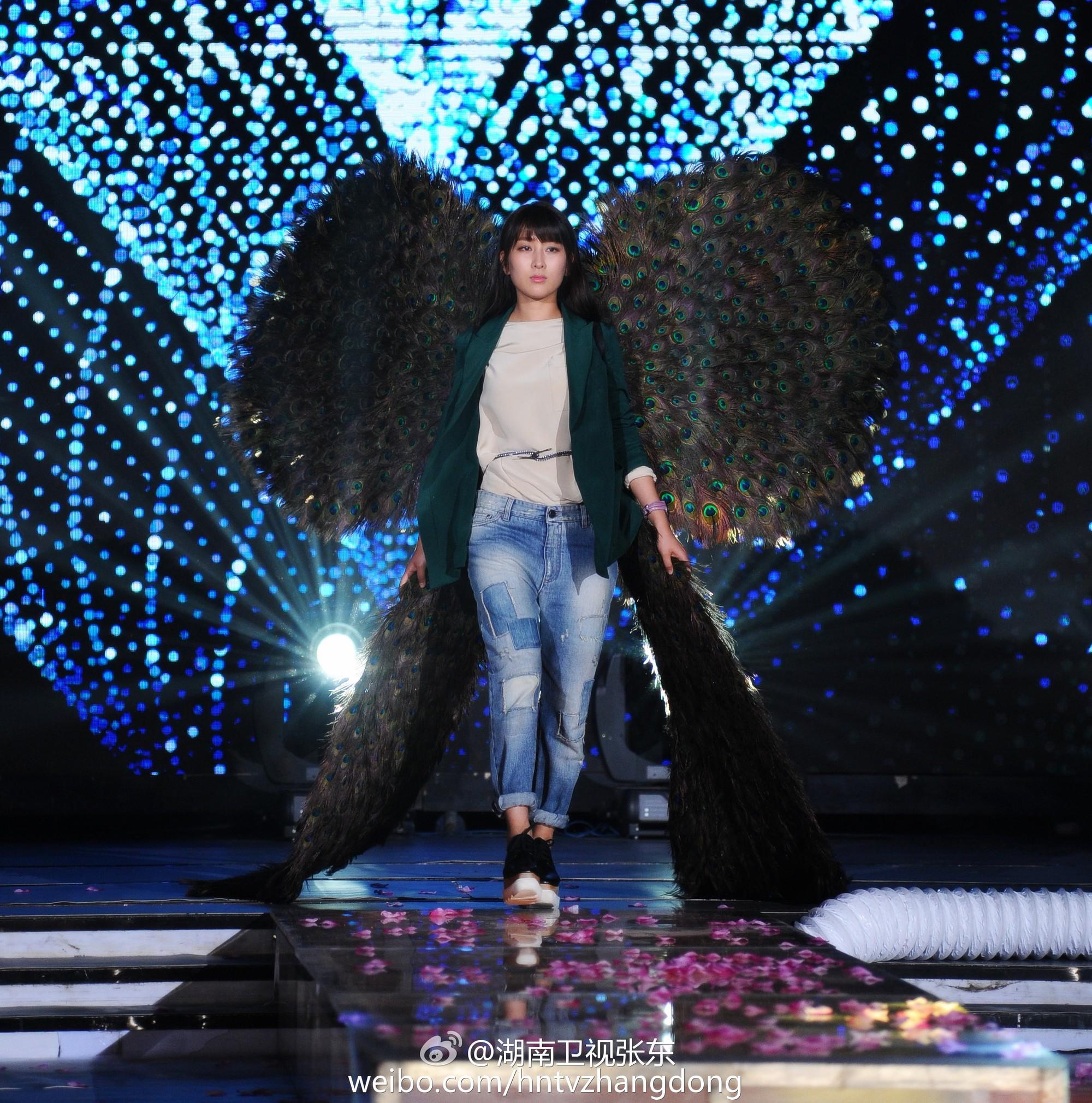 Hóa ra Dương Mịch, Angela Baby... đều đã từng đeo cánh ăn theo các thiên thần Victorias Secret và trổ tài catwalk - Ảnh 10.