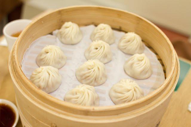 Xiao Long Bao: chiếc bánh bao bé nhỏ chứa phần nước súp thần thánh khiến ai thử cũng mê - Ảnh 5.