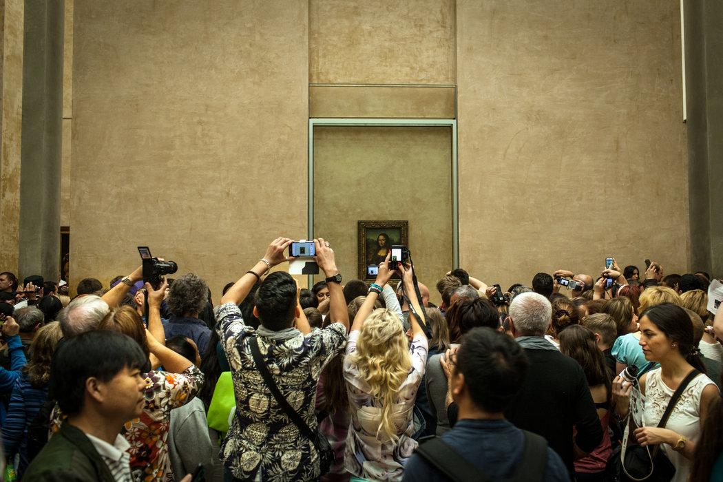 Câu chuyện đi bảo tàng nghệ thuật: Chụp ảnh thoải mái đi, nhưng phải chụp văn minh! - Ảnh 2.