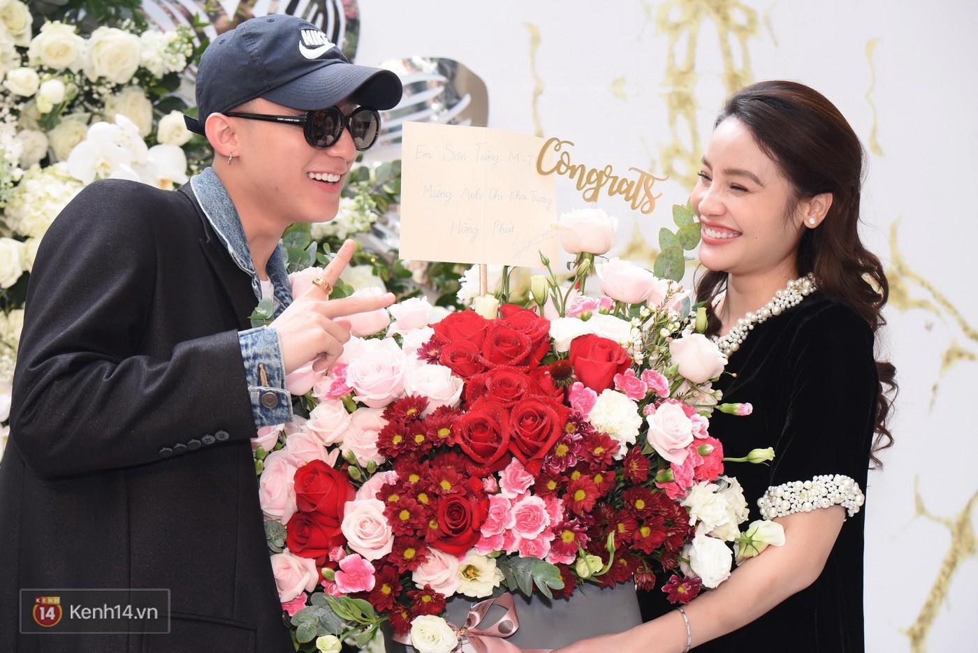 Sơn Tùng và Soobin Hoàng Sơn gây thích thú khi xuất hiện như anh em sinh đôi tại sự kiện - Ảnh 4.