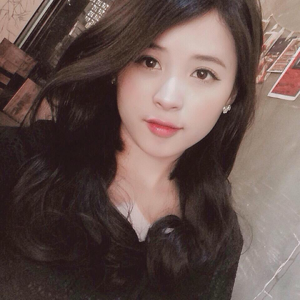 Cộng đồng mạng săn lùng cô cổ động viên xinh đẹp trong trận bóng Việt Nam - Afghanistan - Ảnh 3.
