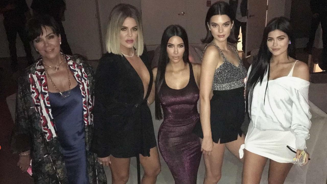 Băng đăng hình vòng 3 và những món quà độc đáo trong tiệc sinh nhật Kylie Jenner - Ảnh 3.