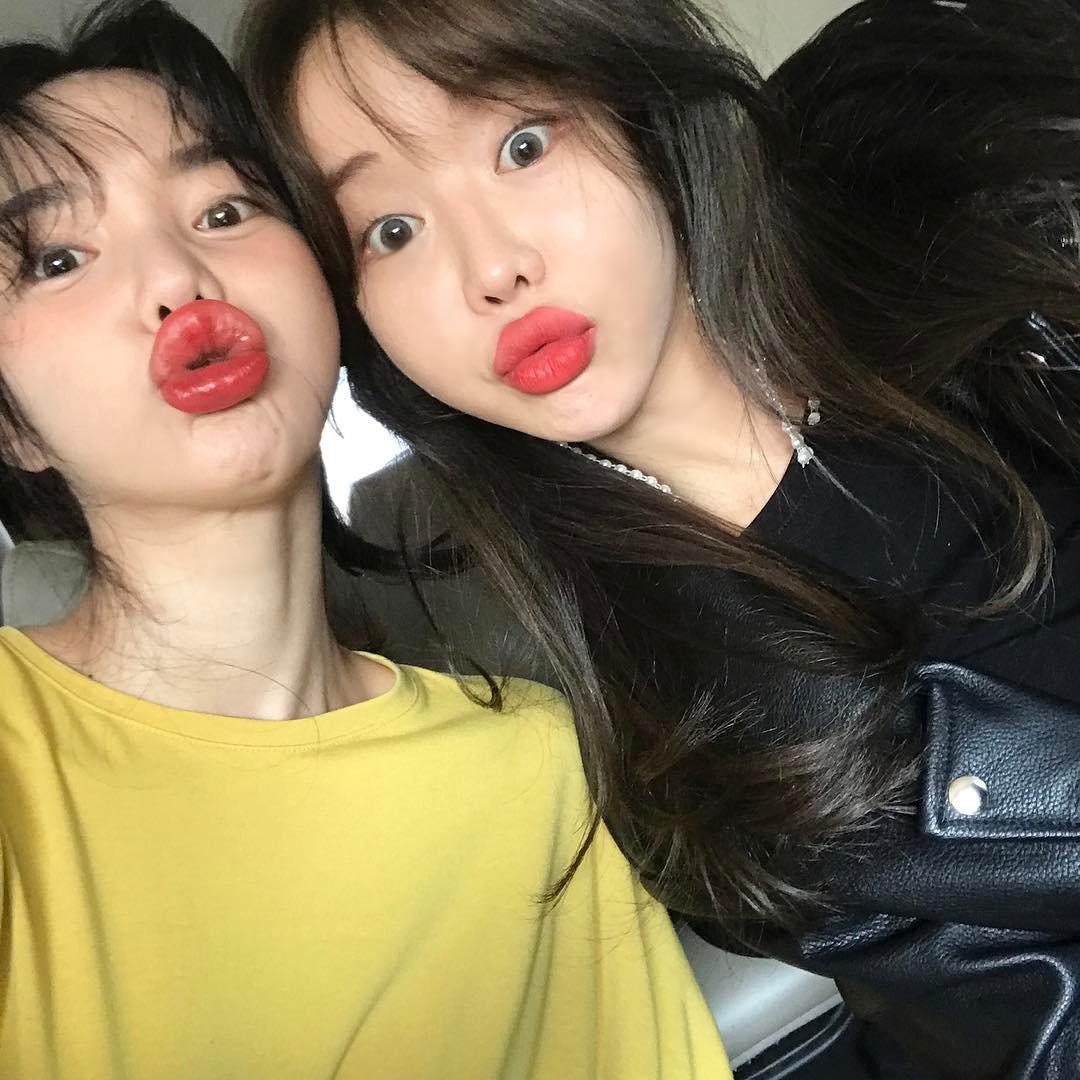 Cùng chạy theo xu hướng mặt phù cằm nhọn, gái Việt và gái Hàn cứ giống nhau y xì đúc - Ảnh 19.