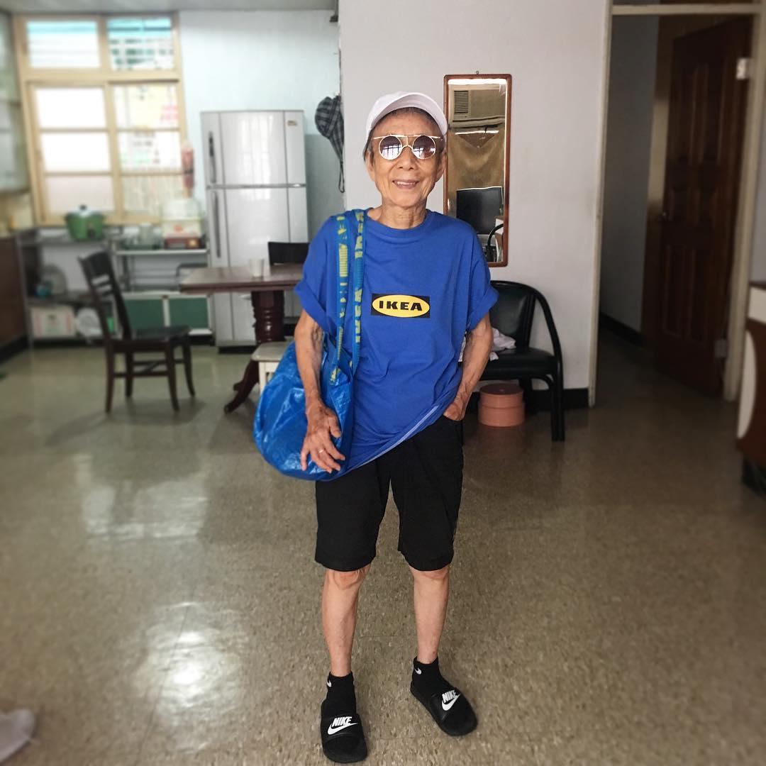 Chỉ 2 tuần sau khi xuất hiện trên Instagram, cụ bà 88 tuổi này đã trở thành hiện tượng thời trang xứ Đài - Ảnh 13.