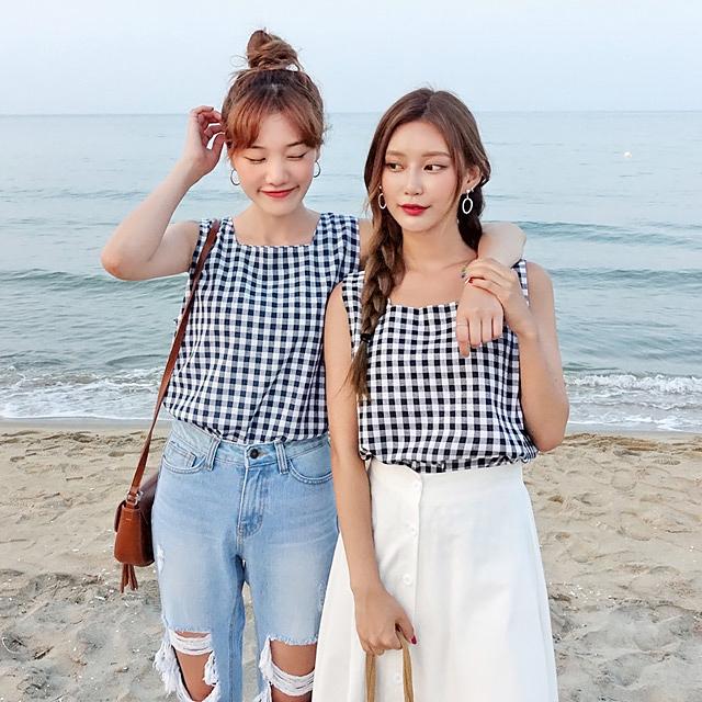 Bộ váy này đang được con gái Việt diện suốt trên Instagram, chứng tỏ gingham là hot trend phá đảo Hè 2017 - Ảnh 10.