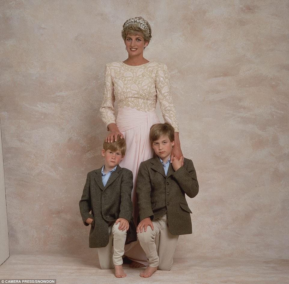 Chùm ảnh: Những khoảnh khắc hạnh phúc và ngọt ngào của Công nương Diana bên các con - Ảnh 9.