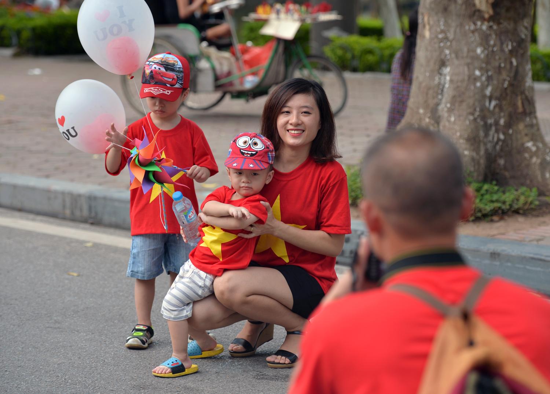 Chùm ảnh: Biển người đổ về khu vui chơi ở Hà Nội trong ngày đầu nghỉ lễ Quốc khánh - Ảnh 13.