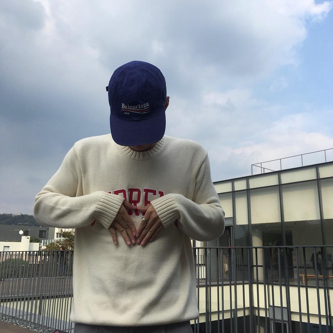 Giới trẻ châu Á đang sốt rần rần vì chiếc mũ của bố cool không tưởng đến từ Balenciaga - Ảnh 11.