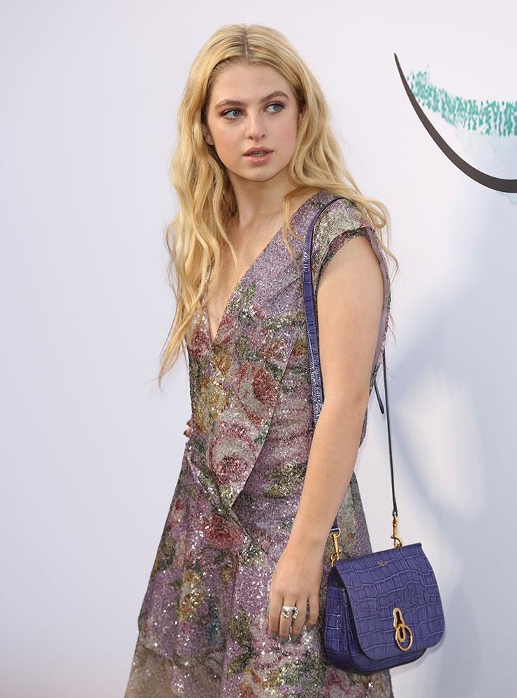 Trông hết sức bình thường nhưng chiếc túi hàng hiệu này lại đang được loạt Hoa ngữ và các fashionista thi nhau diện - Ảnh 13.