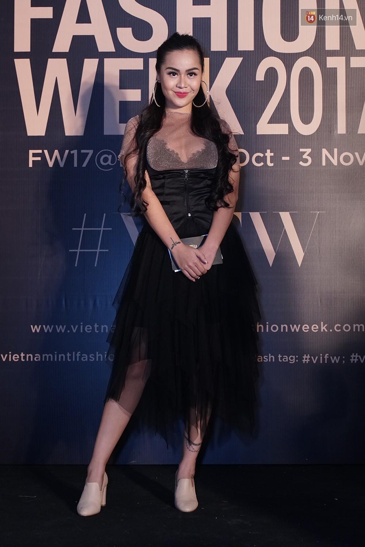 Thảm đỏ VIFW ngày 2: Giữa một dàn hot girl áo dài Quỳnh Anh Shyn, Salim... bỗng xuất hiện Linh Ka mặc váy trắng công chúa - Ảnh 18.