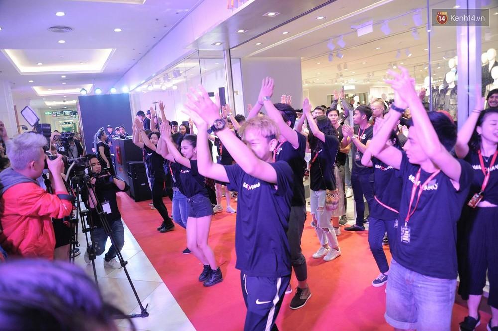 Dàn nhân viên H&M quẩy cực sung trong ngày khai trương tại Hà Nội - Ảnh 5.