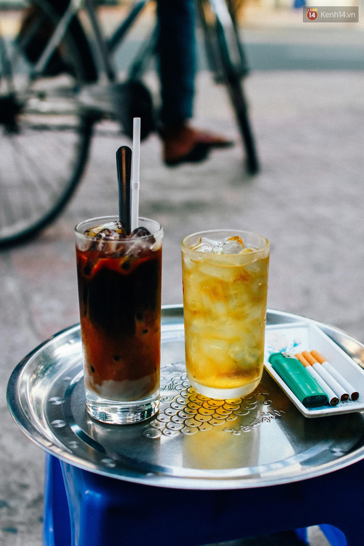 Chùm ảnh: Người Sài Gòn và thói quen uống cafe cóc từ lúc mặt trời chưa ló dạng cho đến chiều tà - Ảnh 8.