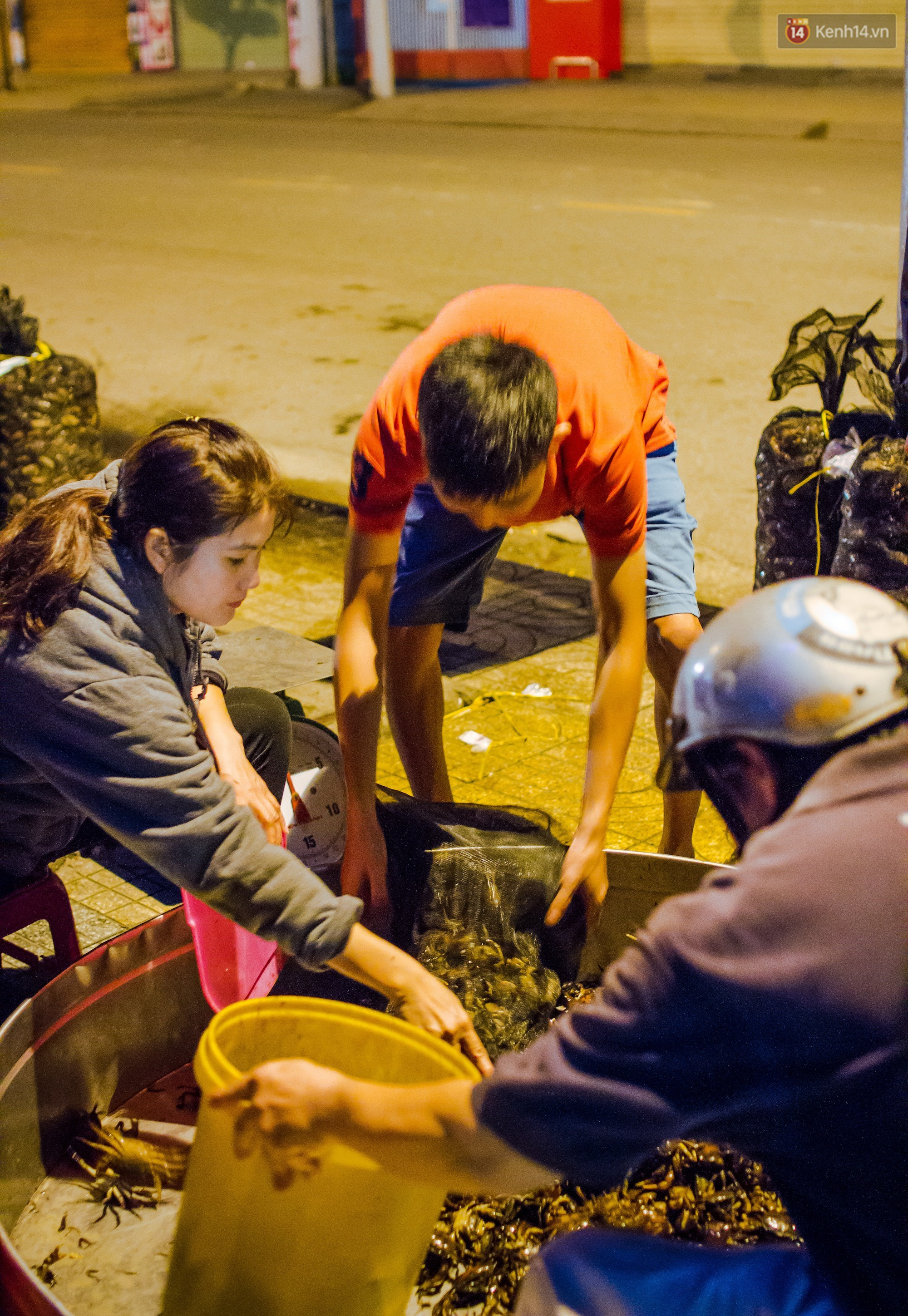 Chợ cua đặc biệt ở Sài Gòn: Suốt 50 năm chỉ tụ họp buôn bán lúc nửa đêm - Ảnh 9.
