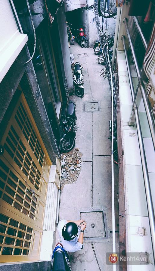 Từ vụ cháy nhà trong hẻm nhỏ khiến 3 mẹ con tử vong ở Sài Gòn: Thấp thỏm sống trong những con hẻm chỉ vừa một người đi - Ảnh 2.