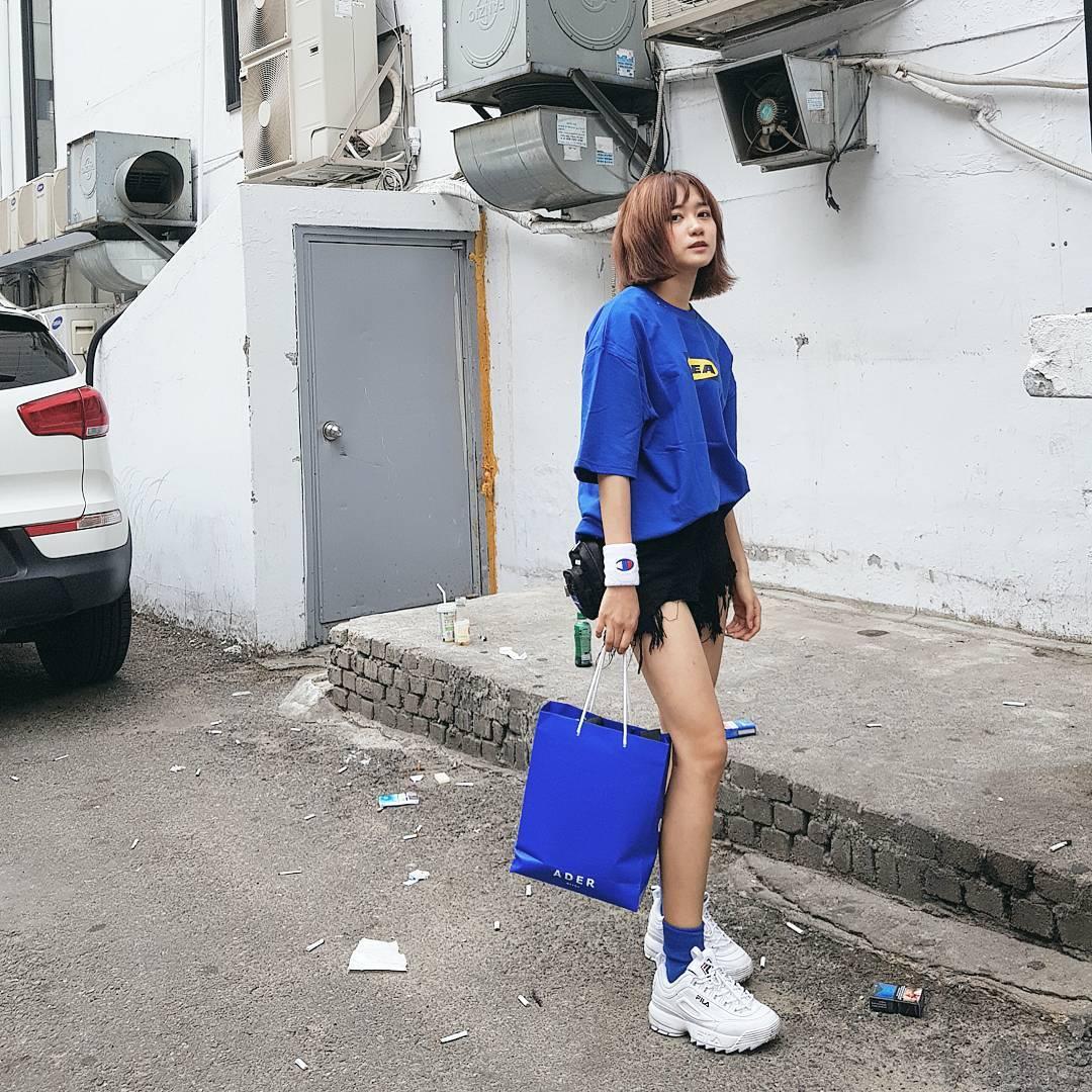 Giới trẻ châu Á người người nhà nhà đang diện T-shirt và sneaker Fila chất phát ngất ra sao? - Ảnh 19.