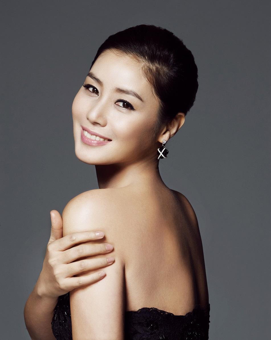 Mẹ Kim Tan Kim Sung Ryung: Cựu Hoa hậu Hàn có chồng đại gia và đứa con người Việt - Ảnh 1.