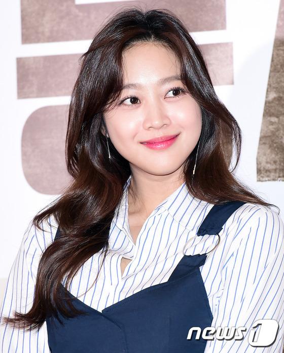 Mẹ Kim Tan cân cả dàn mỹ nhân, Kim Soo Hyun xuất hiện sau thời gian dài vắng bóng - Ảnh 6.