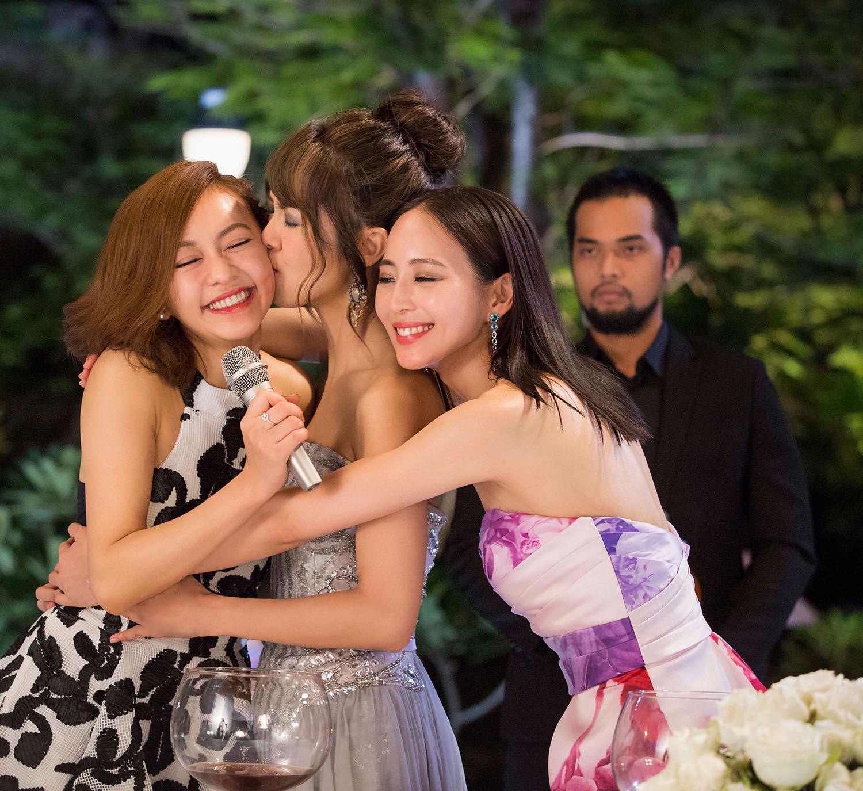 Trương Quân Ninh, Trần Ý Hàm mê chơi đến... bay cả quần áo ở tiệc xa hoa của Trần Bảo Sơn - Ảnh 4.