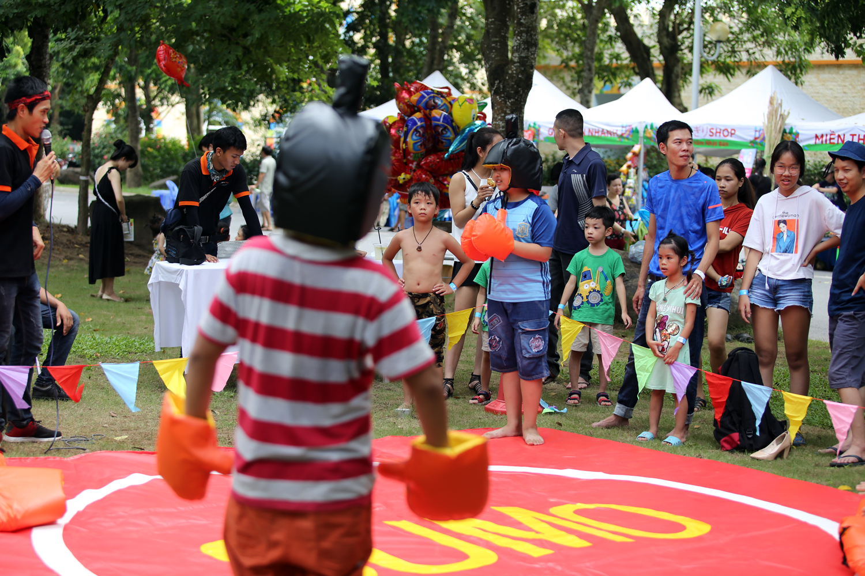 Chùm ảnh: Biển người đổ về khu vui chơi ở Hà Nội trong ngày đầu nghỉ lễ Quốc khánh - Ảnh 14.