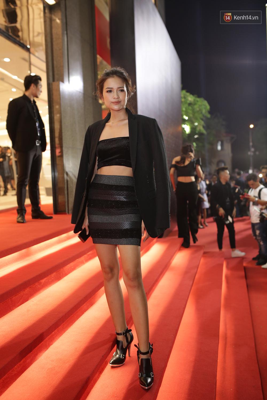 Angela Phương Trinh & Chi Pu quá đỗi sành điệu, công phá thảm đỏ sự kiện ra mắt H&M Việt Nam - Ảnh 13.