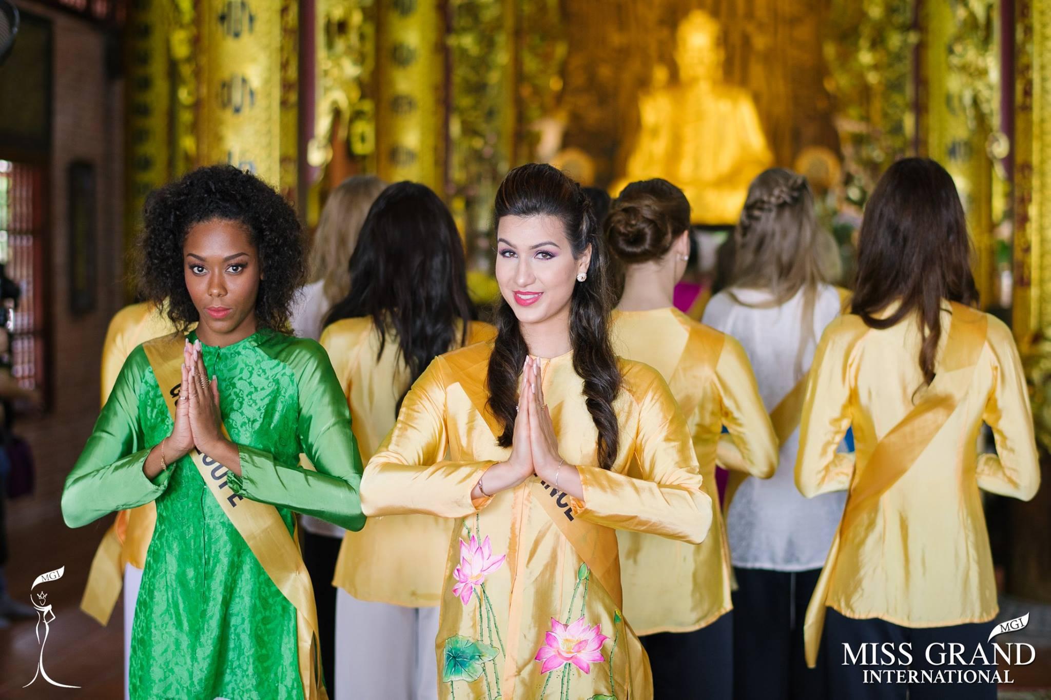 Thí sinh Miss Grand International 2017 duyên dáng trong tà áo bà ba vãn cảnh chùa - Ảnh 2.
