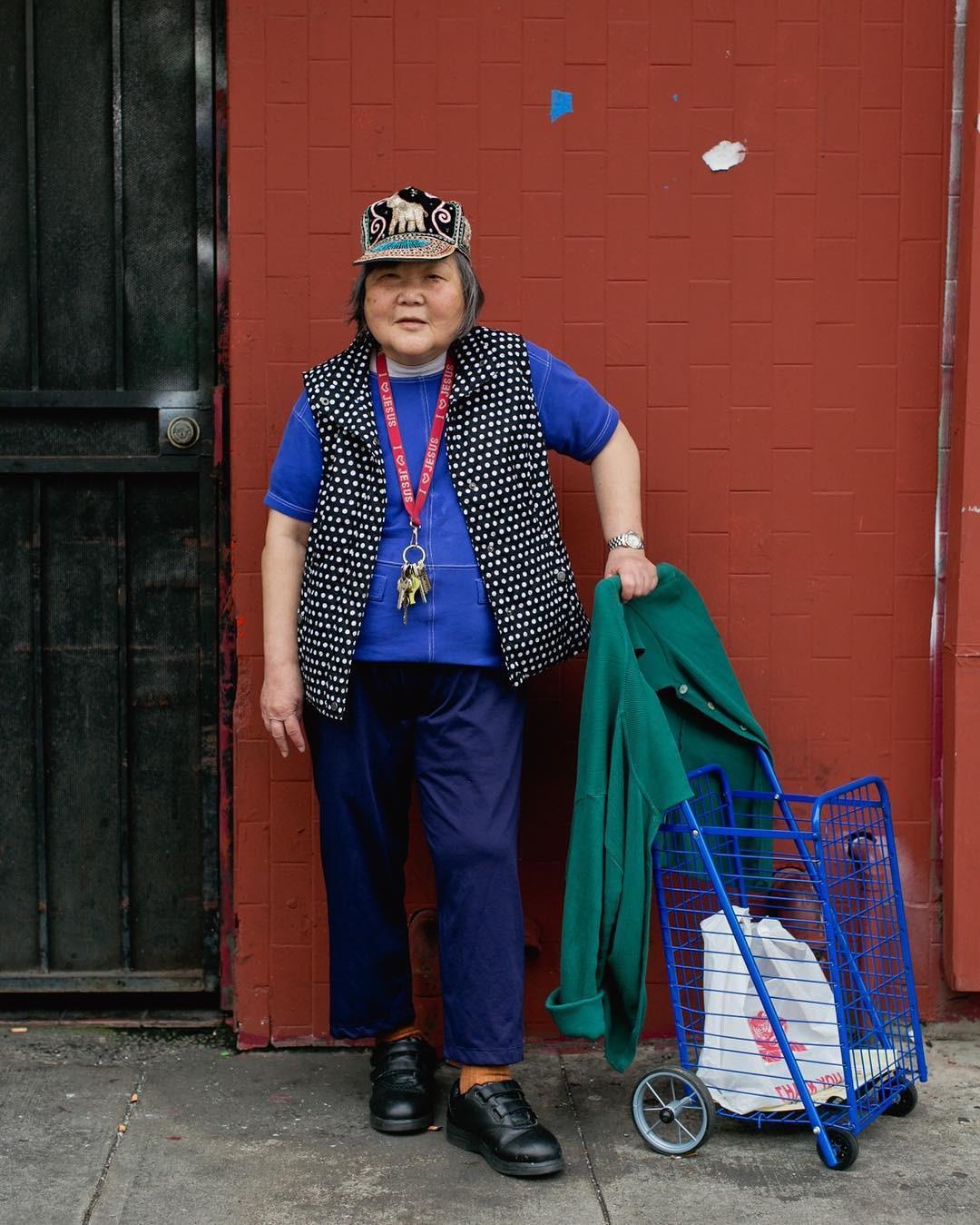 Không đăng hình giới trẻ, tài khoản Instagram này lại tôn vinh street style đi chợ của các cụ già và được hưởng ứng vô cùng - Ảnh 15.