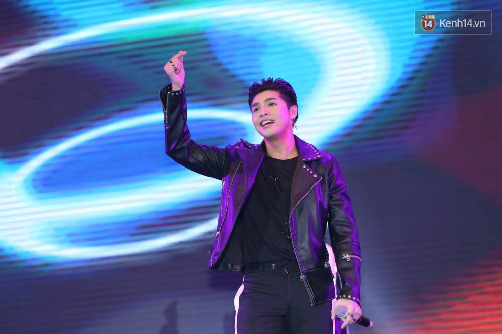 Kwang Soo xuất hiện bảnh trai, Haha trình diễn cuồng nhiệt trong tiếng hò reo của hàng ngàn fan Việt - Ảnh 14.