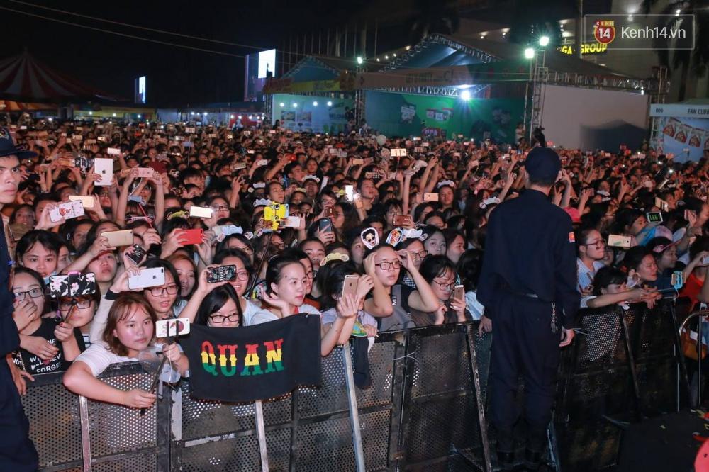 Kwang Soo xuất hiện bảnh trai, Haha trình diễn cuồng nhiệt trong tiếng hò reo của hàng ngàn fan Việt - Ảnh 16.