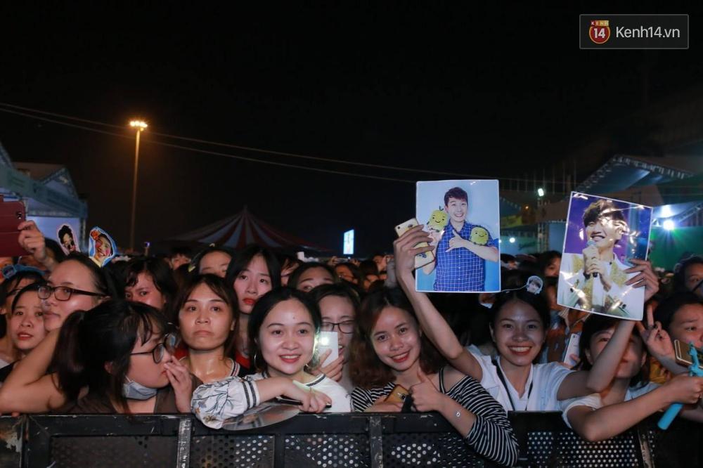Kwang Soo xuất hiện bảnh trai, Haha trình diễn cuồng nhiệt trong tiếng hò reo của hàng ngàn fan Việt - Ảnh 15.